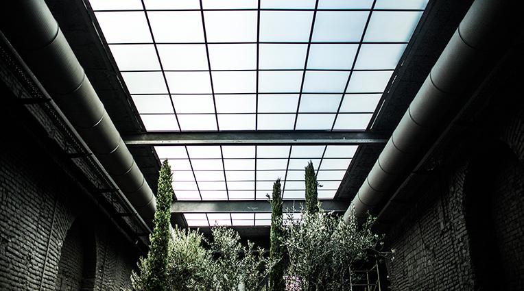 Forest Design inaugura la nuova sede presso SIX, un hub dedicato al mondo del design e dell'architettura nel cuore di Milano, che include al suo interno una Design Gallery uno studio di progettazione, un società di visual graphic un fiorista e garden designer ed un Bistrot.